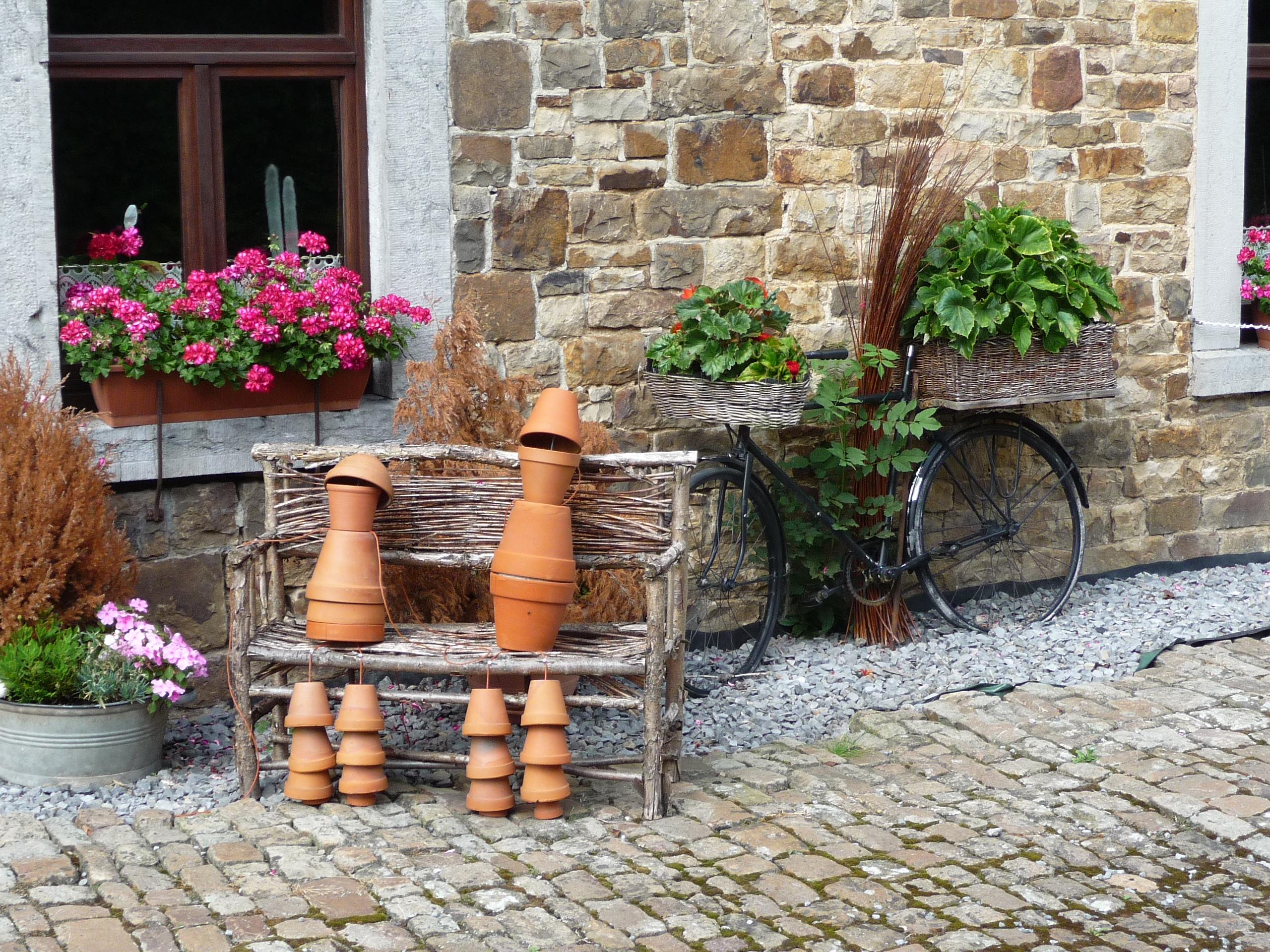 Flowerpot men in Erezee