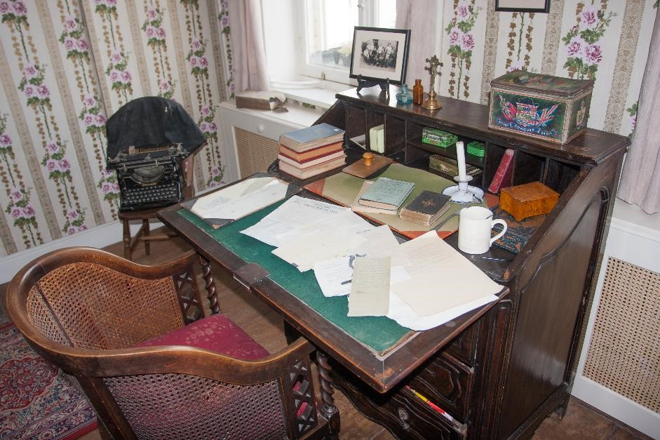 talbot-house-chaplain's-desk