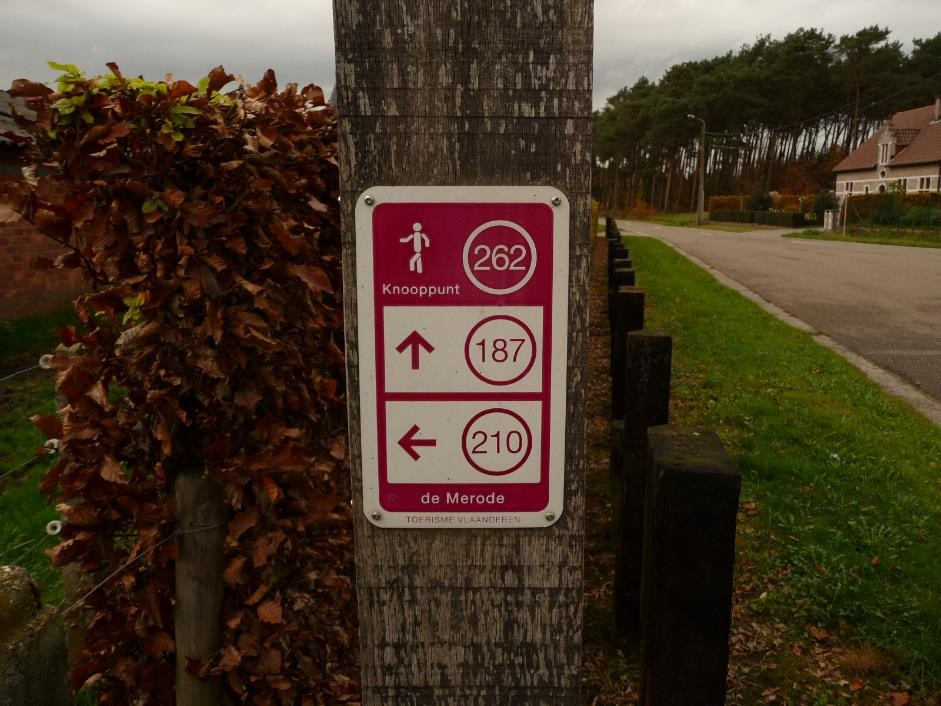 walking-network-signpost-langdorp
