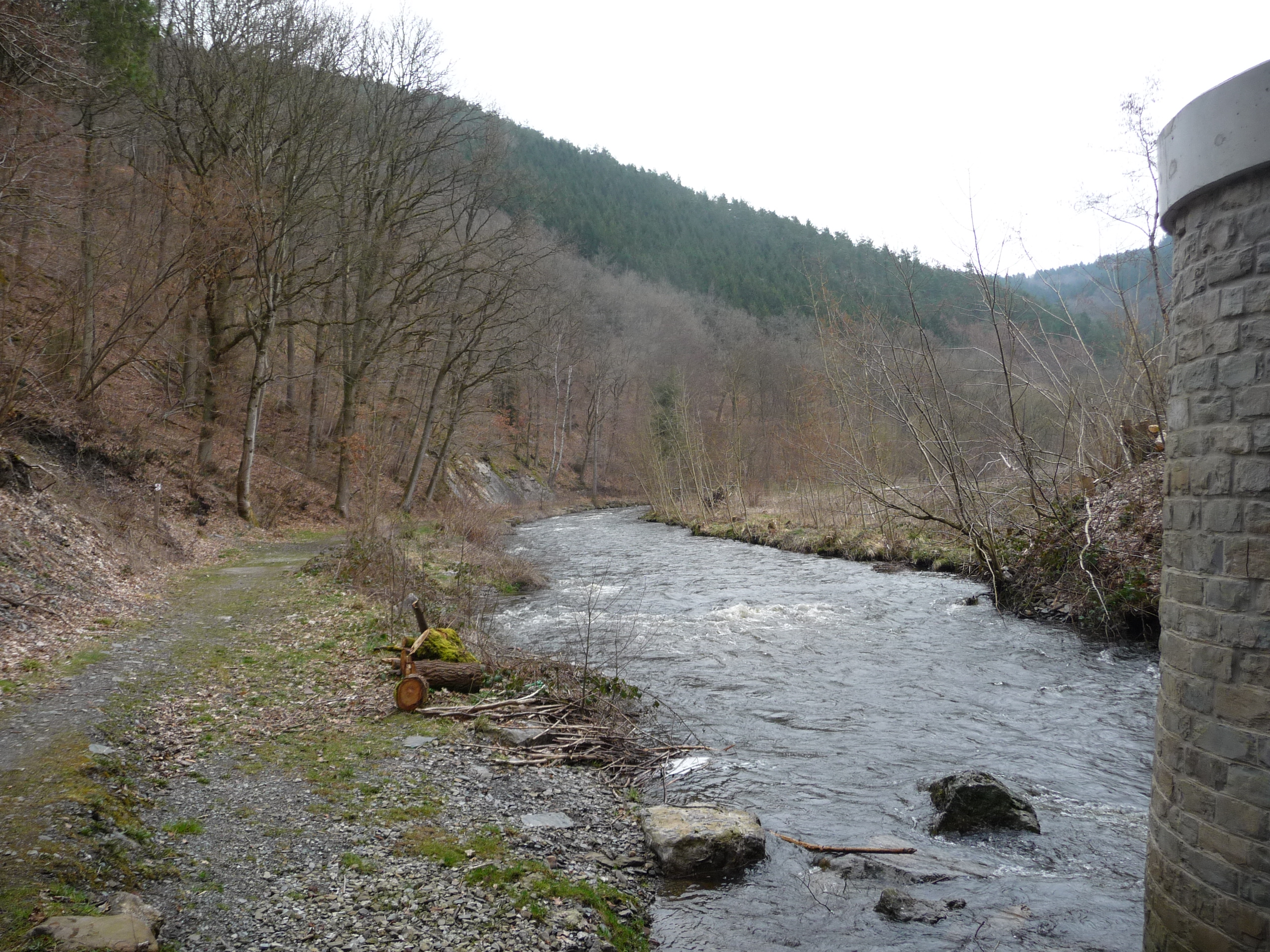 GR571 along the River Salm