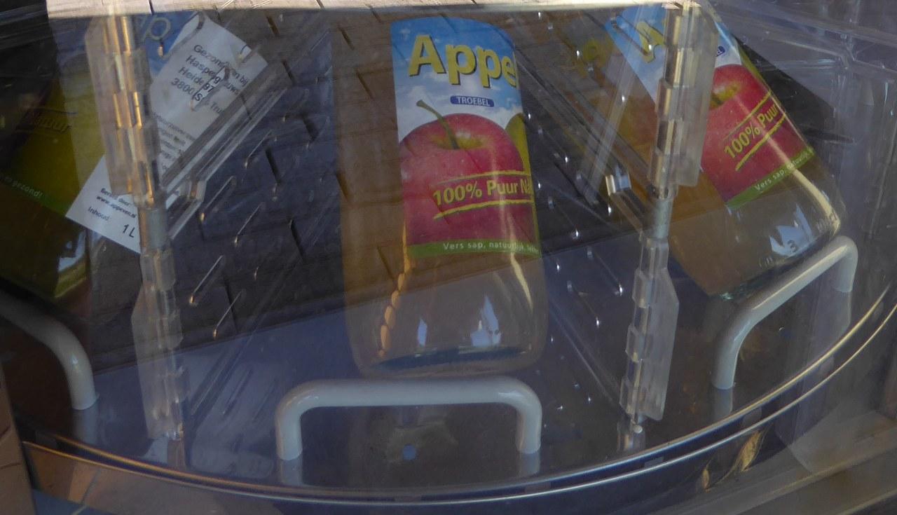Apple juice dispensing machine