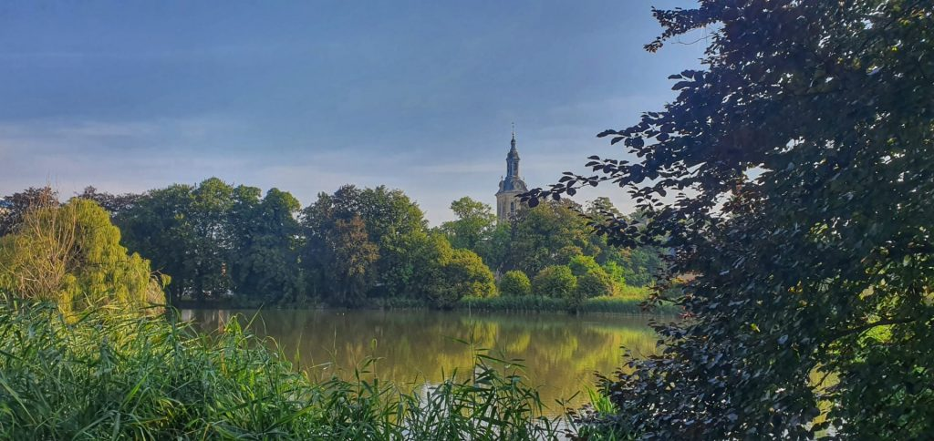 Park Abbey Leuven with view of fishponds