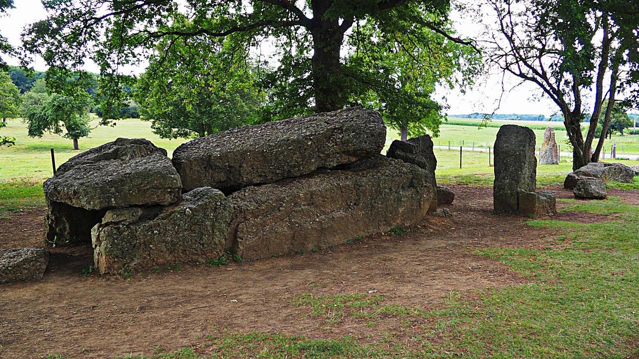 walking around the megaliths of Weris