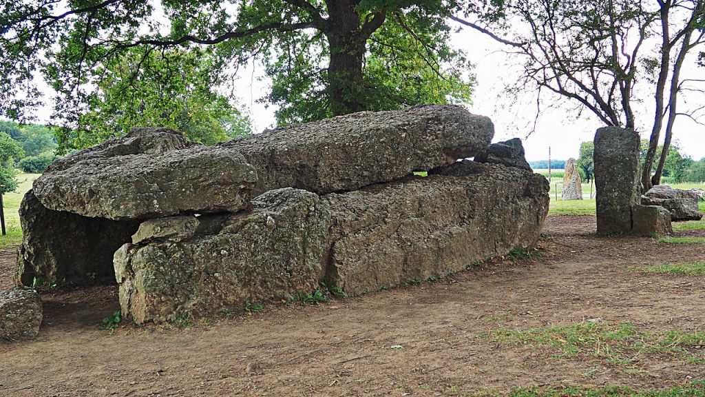 Walking around the megaliths of Weris